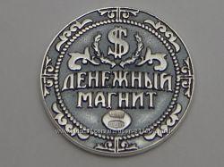 Серебряные монетки на деньги и на  удачу