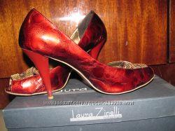 Красивенные лаковые туфли Laura Zinelli за вашу цену