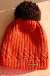 Теплая красивая шапуля рыжего терракотового цвета.