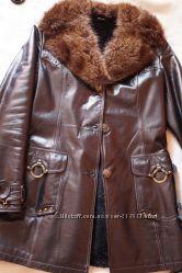 Кожаная дублёнка пальто. натур мех.