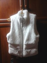 красивая белая меховая жилетка новая