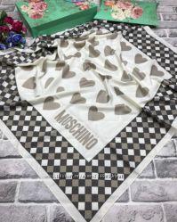 стильный платок в стиле Moschino