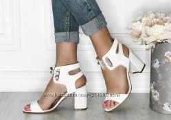 стильные кожаные босоножки со шнуровкой на широком каблуке