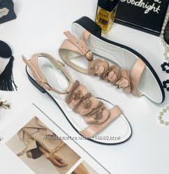 кожаные босоножки на маленьком каблуке