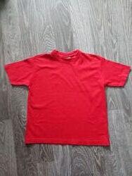 Ярко красная футболка. 8-10 лет