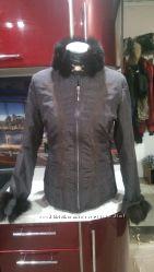Продам симпатичную курточку с натуральным воротом и рукавами в хорошем сост