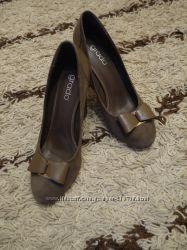 Очень красивые туфли нат. замша Grado 40 р-р цвет кофе с молоком