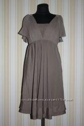 Кремово-бежевое платье Versace.