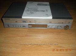 Видеоплеер Sumsung читатет диски и касеты с функцией караоке и микрофоном