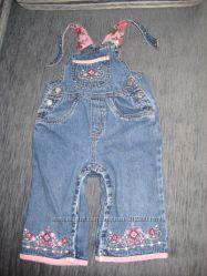 Комбинезончик джинсовый с вышиванкой на 12 мес.