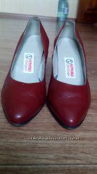 Кожаные туфли на худенькую ножку