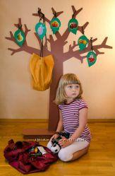 Дерево знаний с мешками для игрушек