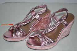 You by Crocs - кожаные красивенные босоножки