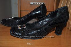 Итальянские туфли  из натуральной кожи р-р 39