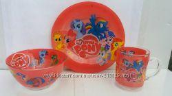Кольорові дитячі набори посуду