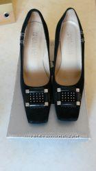 Обменяю новые с натуральной замши туфли женские 39 размер Le Greto