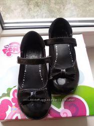Черные лаковые туфли F&F школьные 18. 5 см стелька