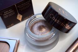 Кремовые тени от Charlotte Tilbury в оттенке Marie Antoinette