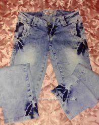 Две пары женских джинс р 26 штаны б. у.