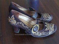 Шоколадные замшевые туфли