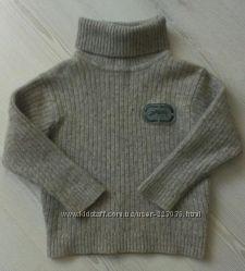Стильный и теплый свитер, шерсть.
