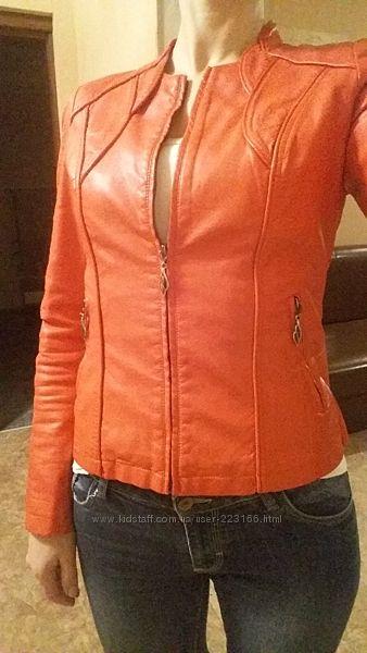 Продам красивую красную курточку