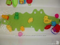 Суперский антискользящий коврик в ванную на присосках зеленый  крокодил