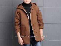 Шерстяное пальто с капюшоном на мальчика