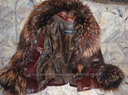 кожаная курточка лакированная  с мехом енота