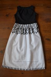 Элегантное черно-белое платье
