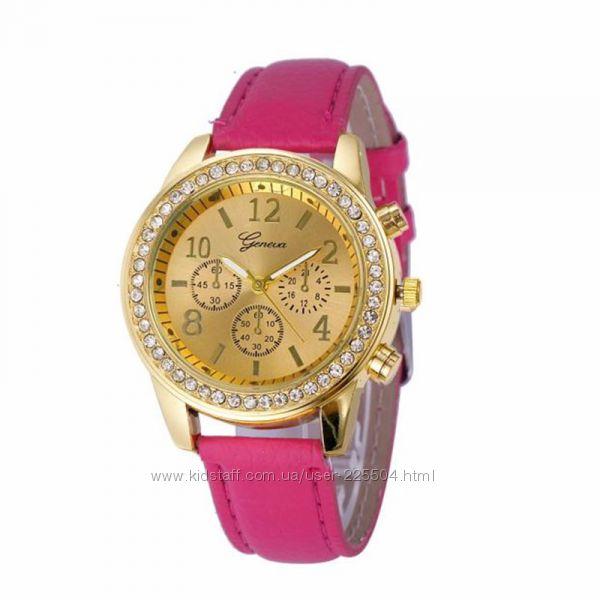 Женские часы наручные круглые со сстразами