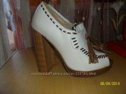 Белые туфли с открытым носочком