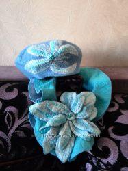 Комплект Берет с шарфиком и брошью в голубых тонах