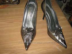 Новые туфли 39 размера цвета темного серебра