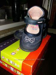 Шикарные кожаные туфли для девочки 20 р