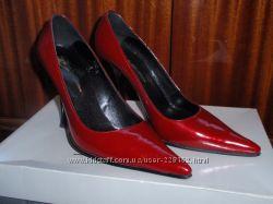 кожаные туфли на миниатюрную ножку