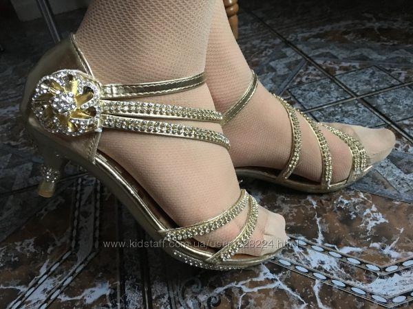 Нарядные босоножки и туфельки к любому наряду