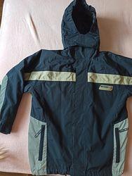 Куртка с капюшоном мальчику на 134-140 TCM