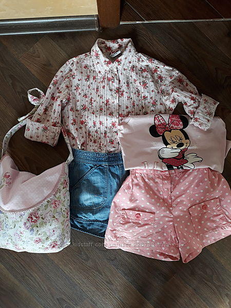 Фирменный комплект шортиков и рубашки на девочку.
