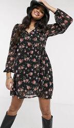 Черное платье-мини с цветочным принтом stradivarius 34-36
