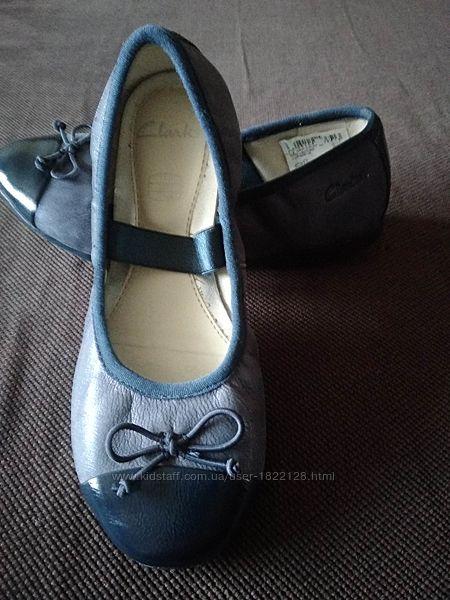 Новые кожаные туфли-балетки Clarks, размер 29