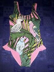 Шикарный красивенный купальник на девочку 3-5 лет с яркими попугаями.