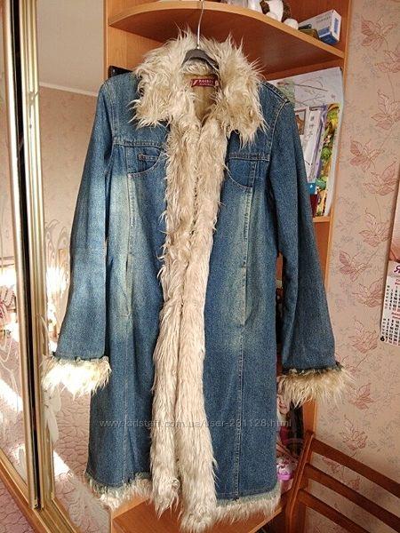 Продам красивое утепленное джинсовое пальто на девушку 42-46 р