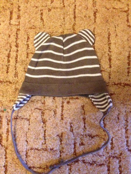 Легкая вязанная шапочка демисезон