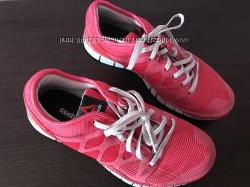 Отличные фирменные кроссовки  Reebok в идеальном состоянии