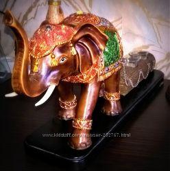 Большой и массивный слон-подсвечник - символ счастья и процветания