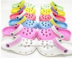 Окончательная распродажа Crocs сандалии для ваших малышей размера 35-40.