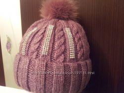 Модная шапочка с натуральным помпоном