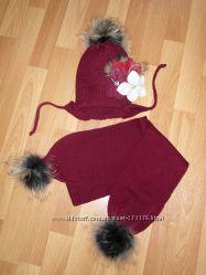 Шикарный шапочный комплект шапка и шарфик с мехов. помпонами, зима р. 50