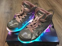 Крутые светящиеся хайтопы Skechers Lights для девочки р. 35 US 3, оригинал